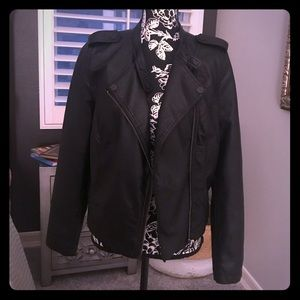 Faux leather moto jacket. EUC!❤️